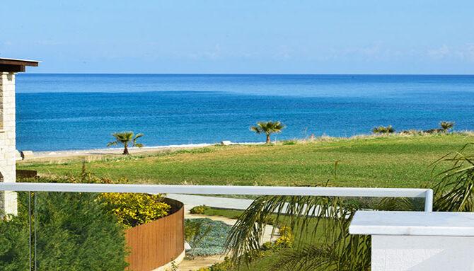Продажа дома в комплексе latchi beach villas Пафос