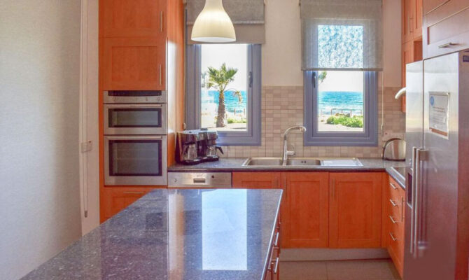 Продажа люкс дома в Айя-Напе у моря
