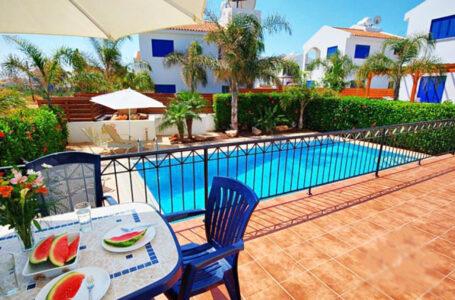 Продажа виллы с бассейном на берегу моря в Протарас
