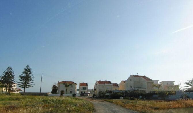 Купить виллу у моря в Ларнаке Перволия