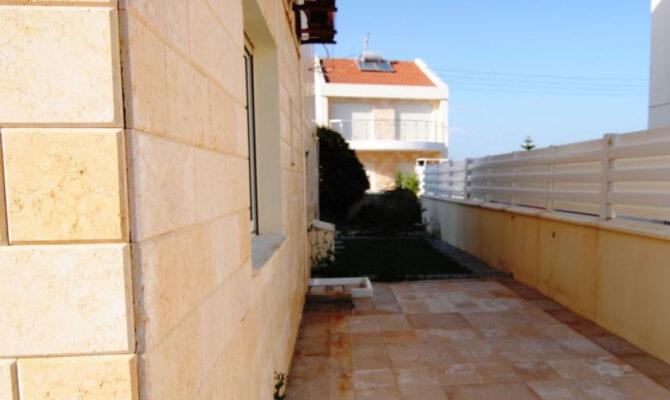 Покупка виллы возле моря в Перволии Кипр
