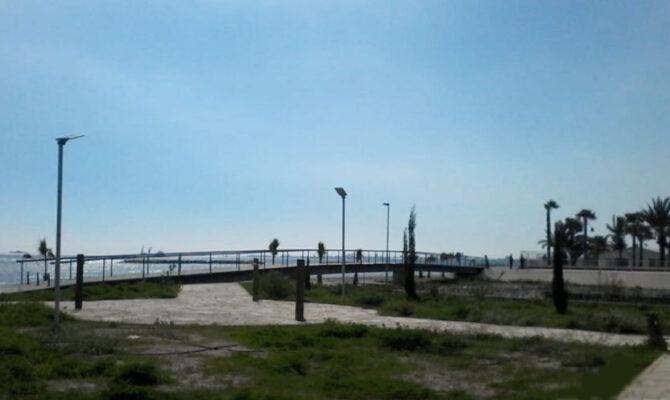 Продажа дома на берегу моря в Декелии