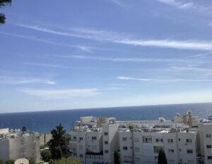 Продажа квартиры с видом на море в районе Агиос Тихонас в Лимассоле