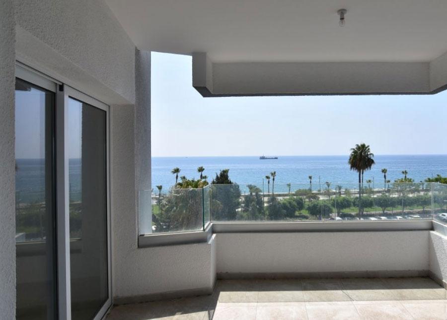 Покупка квартиры на берегу моря возле Лимассол Марины