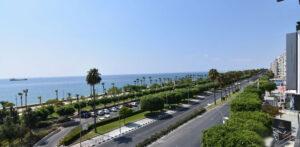 Покупка квартиры на первой линии моря возле Лимассол Марины