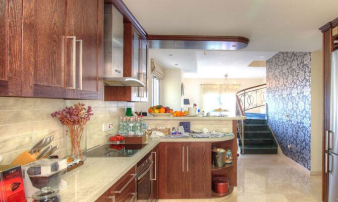 Продажа апартамента в районе Агиос Тихонас Лимассол