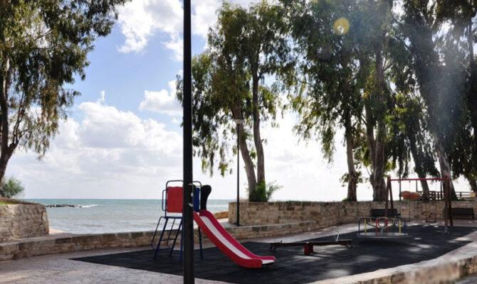 Продажа элитной квартиры на берегу моря в Лимассол Гермасоя