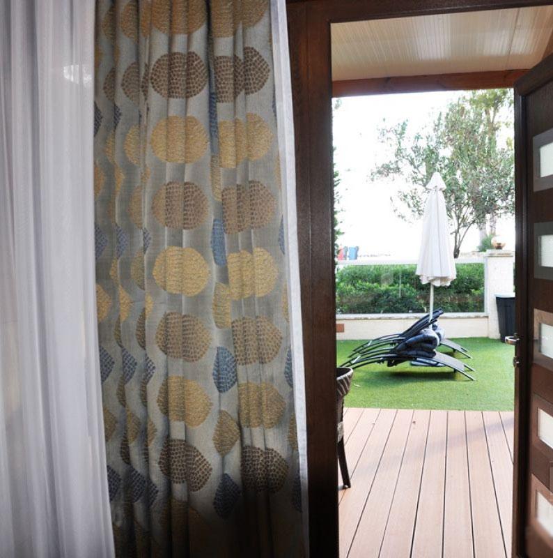 Продажа элитной квартиры на берегу моря в Лимассоле Гермасоя