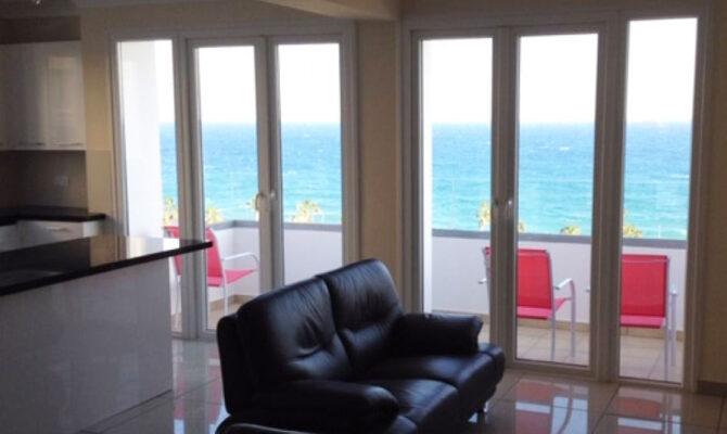 Продажа квартиры на берегу моря в центре Лимассола