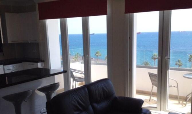 Продажа квартиры на берегу моря в Лимассоле