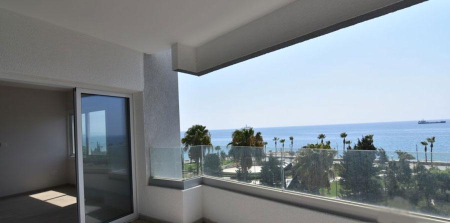 Продажа недвижимости на первой линии моря возле Лимассол Марины