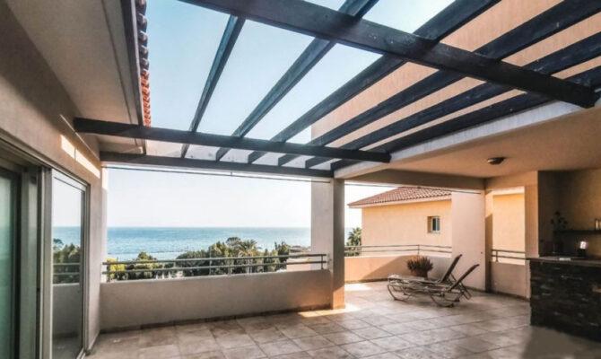 Продажа пентхауса с видом на море в районе Агиос Тихонас Лимассол