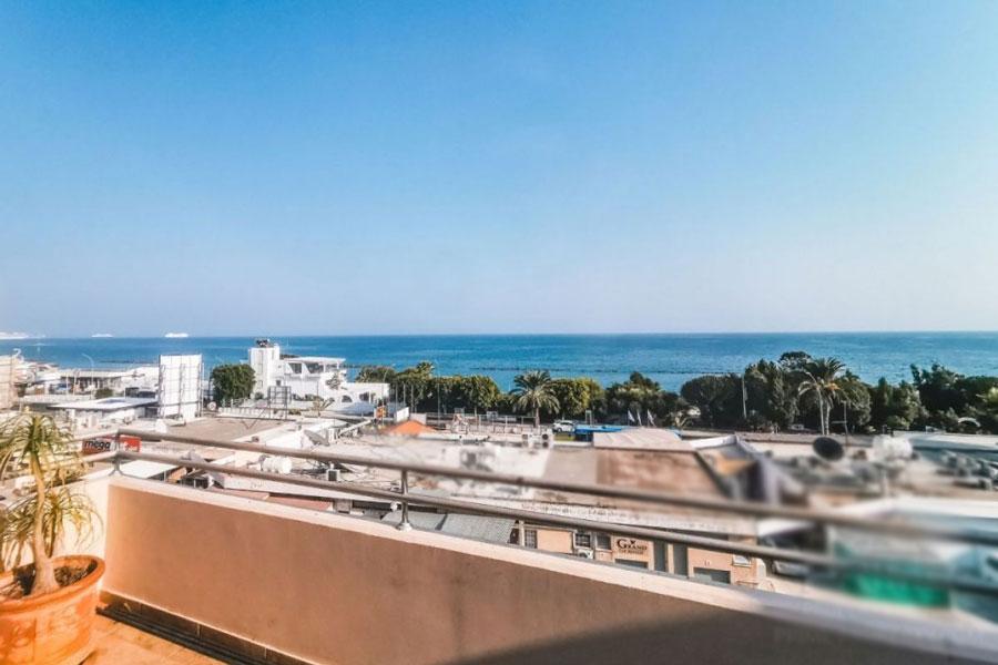 Продажа пентхауса у моря в районе Агиос Тихонас Лимассол