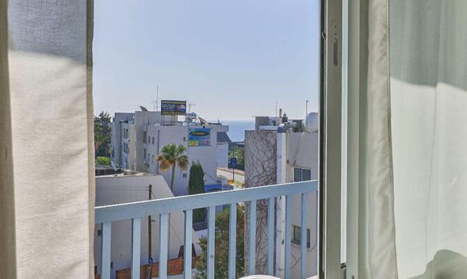 Покупка недорогой квартиры в Агиос Тихонас Лимассол