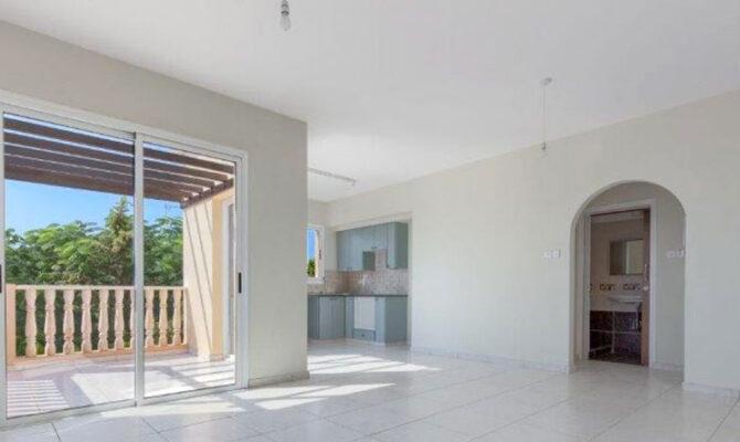 Продажа квартиры с видом на море в центре Пафоса