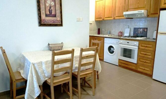 Продажа квартиры в районе Агиос Тихонас у моря Лимассол