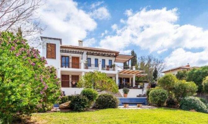 продажа люксовой виллы в районе Афродайт Хилс Кипр