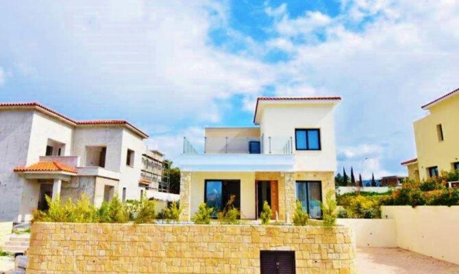 Продажа виллы возле моря в Корал Бей на Кипре